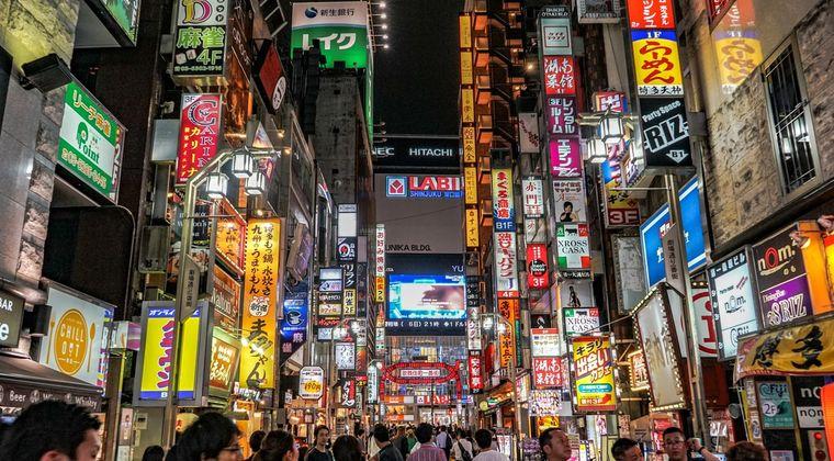 ワイ、新宿で初風俗行こうかドギマギ