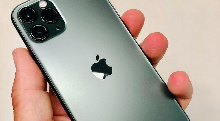 JK「iPhone充電中でもイヤホン挿せるようにするやつありますか」 店員俺「あ、はい、、」 #iPhone
