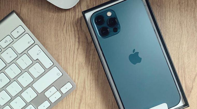 新型iphone「イヤホンジャック付けません、typeC端子にしません、指紋認証付けません」←これ #iPhone