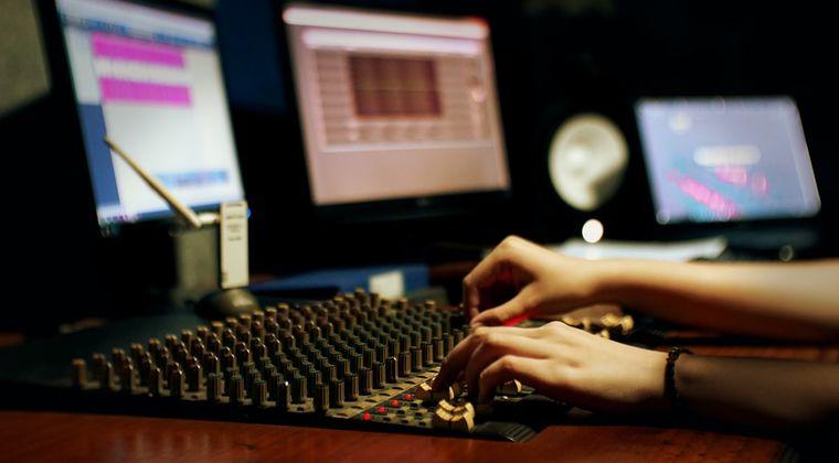 好きな同人声優の耳かき音声を切り取って理想の耳かき音声作る奴~wwww #同人音声