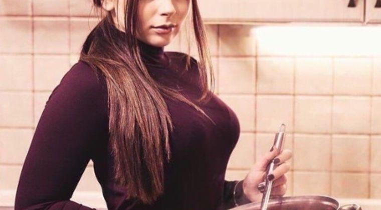 【画像】ロシア人妻「おかえりなさい、あったかいポルシチできたわよ」