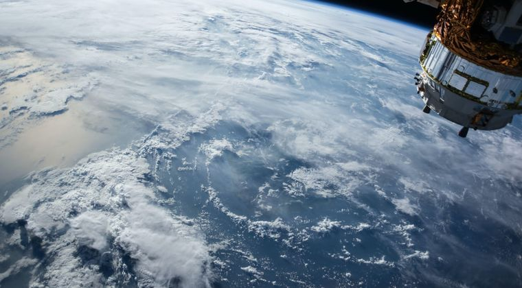 地球って実はすごいスピードで移動してるらしいな #宇宙