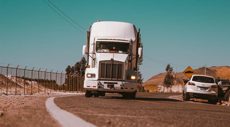 【悲報】ワイ君、トラック運転手になるもオナニーができなくなる #オナニー