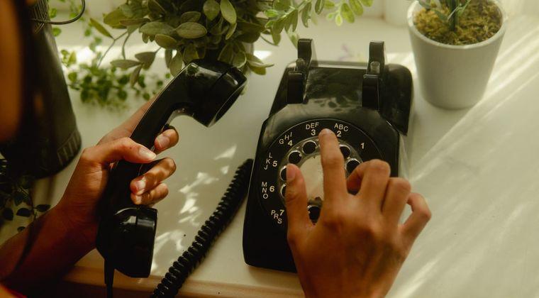 「固定電話はステータス」 50代おっさんの声に賛否両論。 「固定電話なんてどうでもよくね?」「ない人は信用がない」という意見も #固定電話