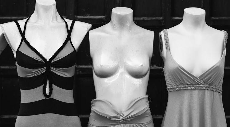ソシャゲ運営「女の子描いてね。胸はDカップで」 絵師「Dカップ…うむ、このくらいか」→結果 #おっぱい