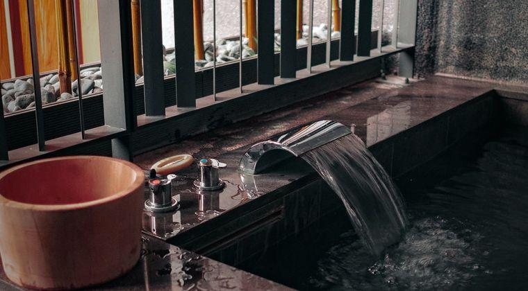【悲報】男さん「女性従業員が男湯を清掃しに来るのは不愉快です。もっと配慮してほしい。」 #銭湯