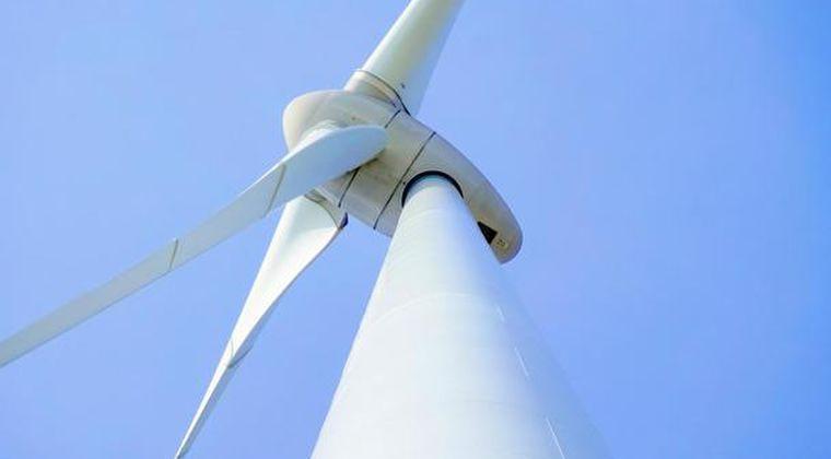 日本政府、2040年までに原発30~45基分の洋上風力発電導入へ