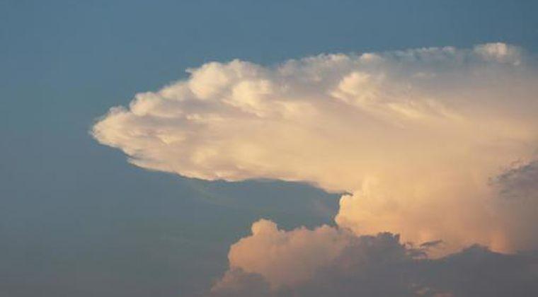 【画像】静岡県の上空に巨大な「かなとこ雲」が出現!