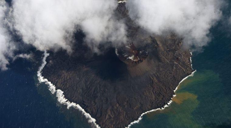 【海底火山】小笠原諸島の西之島で新たな噴火を確認