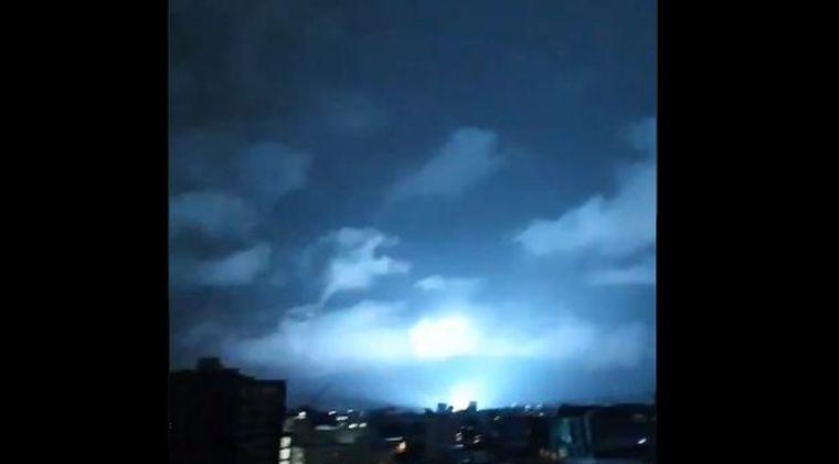 【発光現象】メキシコでの大地震直後に、空が「白とピンクと青い光」に照らされる謎の現象が発生していた模様…その際の動画がこちら