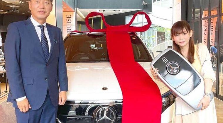 【画像】中川翔子さん、ついに最新型ベンツが納車。なんJ「カギがデカすぎんだろ…」