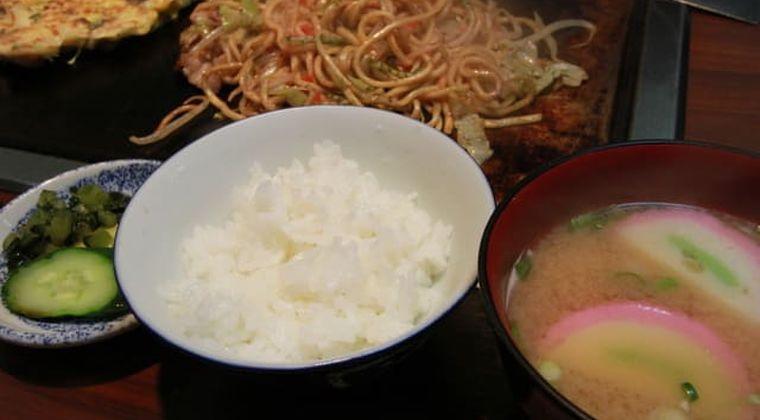 ケンミンショー「お好み焼き定食は大阪の定番」実は嘘?ヤラセ?なんJの反応