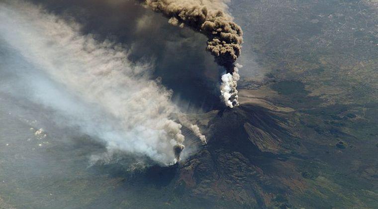 未知の海底火山が沖縄近海で見つかる 差し迫った噴火はなし