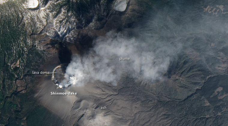 【九州】 新燃岳火口に10mの穴が開いているのを発見
