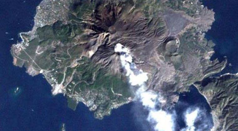 桜島で爆発的噴火、噴煙4000メートルに 昭和火口からの噴煙としては3番目の高さ