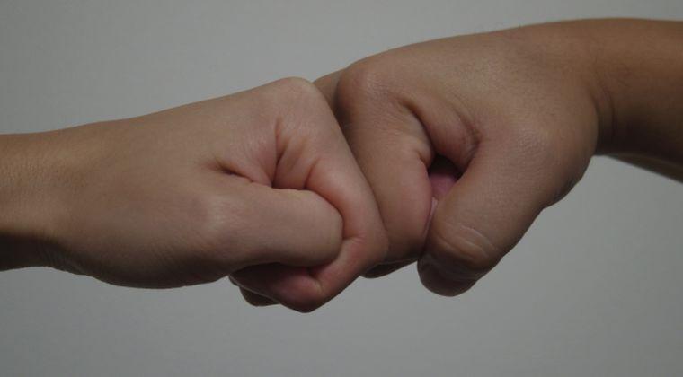 【噂】指の関節を「ポキポキ」とならす行為に危険性?手が腫れたり、握力が低下か