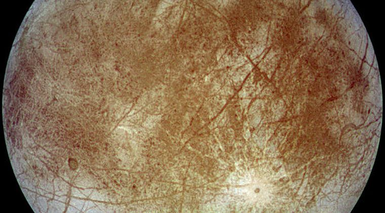 木星の衛星エウロパの黄色い模様は「塩」だった模様…地球のように「しょっぱい海」が存在している!