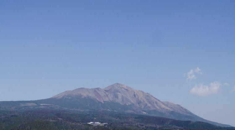 【霧島連山】えびの高原にある硫黄山で火山性微動を2回観測…地下マグマや火山ガスの動きあり