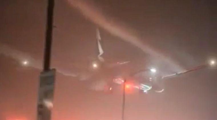 【気象兵器】 ケムトレイルのスイッチを切り忘れ、噴射したまま着陸した航空機 ※動画あり