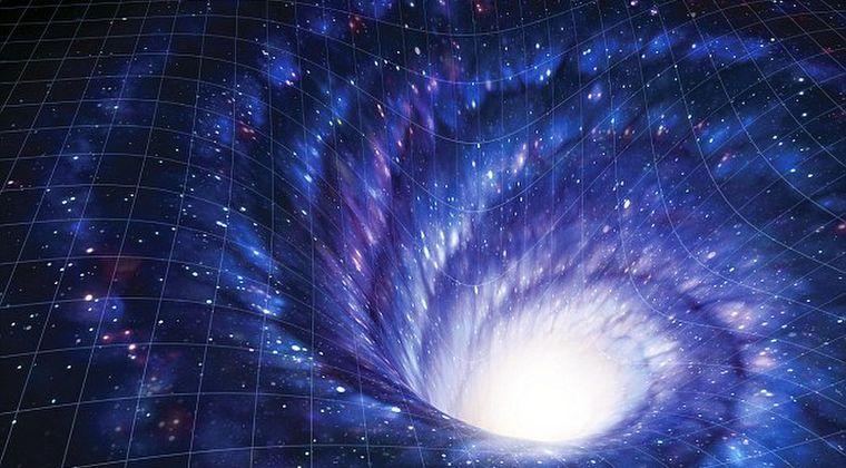 「宇宙船」が通行可能な巨大ワームホールが、天の川銀河の中心部に存在する可能性