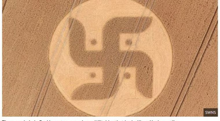 【スワスティカ】イギリスでハーケンクロイツのような形をした巨大な「ミステリーサークル」が出現!
