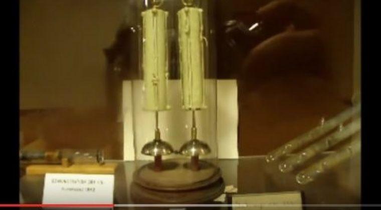 【オーパーツ】イギリス・オックスフォード大学にある1840年に製造され内部構造は誰も知らない電池…「176年間」休まずに動き続けギネス記録に登録
