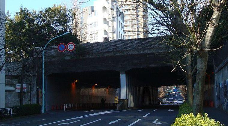 【東京渋谷区】霊能者も恐れる心霊スポット…60年代にタイムスリップさえするトンネル