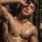 童顔にこの筋肉は反則!中国系男性ヌードの電子写真集にこんなコいました!
