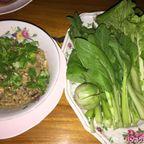 タイ料理店 クルア・ハイドローで水耕野菜を食す in ナコーンナーヨック県