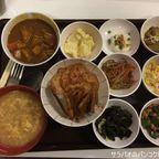 クラタイ食堂の定食は小鉢、ご飯、味噌汁など色々お代わり自由で150バーツ! in プロンポン