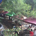クルア・パーマカームは川岸で食事が楽しめるタイ料理店 in ナコーンナーヨック県