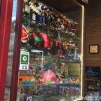 バンコク最大級規模のナイトマーケット シーナカリン鉄道市場で骨董品を物色