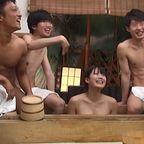 合宿中の男湯で男子部員たちのチ○ポの悩みを手コキとフェラで解決