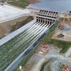 決壊の危機から復活した!米国最大のダムの放水が凄まじい!!