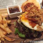 ステーキハウス ハHungry Nerbでベーコン・プレミアム・ビーフバーガーを食す at BTS ラチャテーウィー駅前