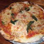 Pizza Pazzaはピッツァを始めサラダもデザートも絶品 in サパーンクワーイ