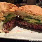 トゥエンティファイブ・ディグリーズは24時間営業のハンバーガー・バー in シーロム