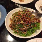 バーン・プン・チョムは緑に囲まれた一軒家のような人気タイ料理店 in アーリー