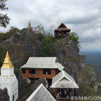 断崖絶壁に建つ寺院 ワット・プラバート・プーパーデーン in ランパーン県