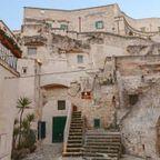 【画像】イタリアの洞窟をそのままくり貫いて部屋を作ったホテルが凄い!!