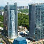 中国に巨大な滝がついた超高層ビルが出現!高さ100m以上!!