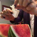【動画】スイカの赤い部分だけ完璧に簡単にカットする方法!!