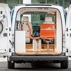 【画像】どんな所でも仕事ができるコンパクトなオフィス自動車!!