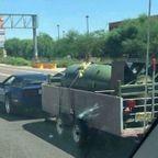 過積載!?信じられないものを運搬している自動車の画像の数々!!