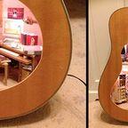 【画像】ギターの中に家がある!ギター内に作ったドールハウスが凄い!!