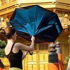 周囲が濡れない!裏表が逆に折りたためる傘!!