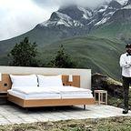 【画像】山の中に有るアウトドアなアウトドア過ぎるホテル!!