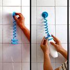 【画像】壁にプラプラくっついて、邪魔にならないシャンプーボトルホルダーが面白い!!