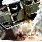 【画像】爆撃を受けたトラックのジオラマの躍動感が凄い!!
