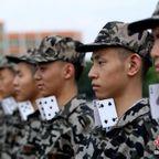 【画像】中国の兵士の訓練の内容がかなり無意味に思える・・・